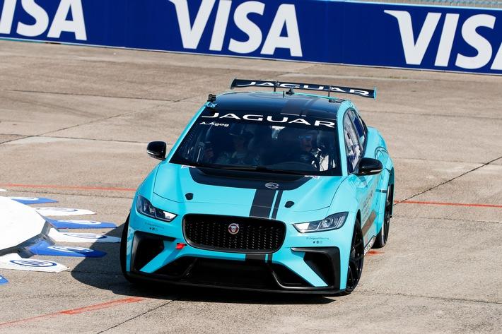 Weltpremiere des neuen Jaguar I-PACE eTROPHY Rennwagens beim Formel E-Prix in Berlin