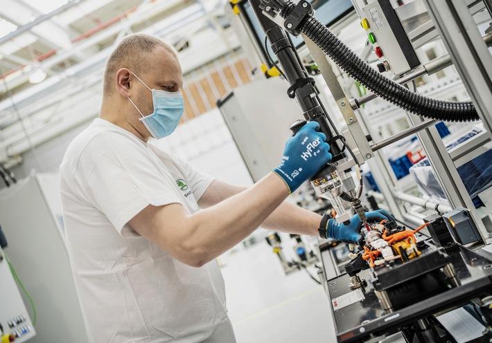 Fertigung von Hochvolt-Traktionsbatterien bei SKODA AUTO planmäßig wieder angelaufen