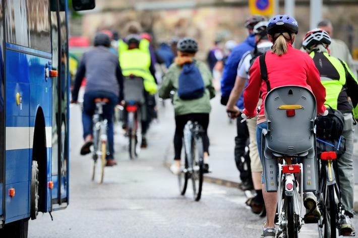 5 Tipps für mehr Sicherheit beim Radfahren / So erhöhen Chefs die Sicherheit ihrer Beschäftigten auf dem Fahrrad / 21. Juni ist Tag der Verkehrssicherheit