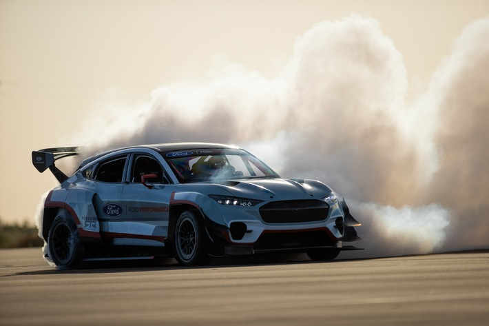 """Ford Mustang Mach-E 1400: Voll-elektrische """"Straßen-Rakete"""" für den Einsatz im Rennsport"""