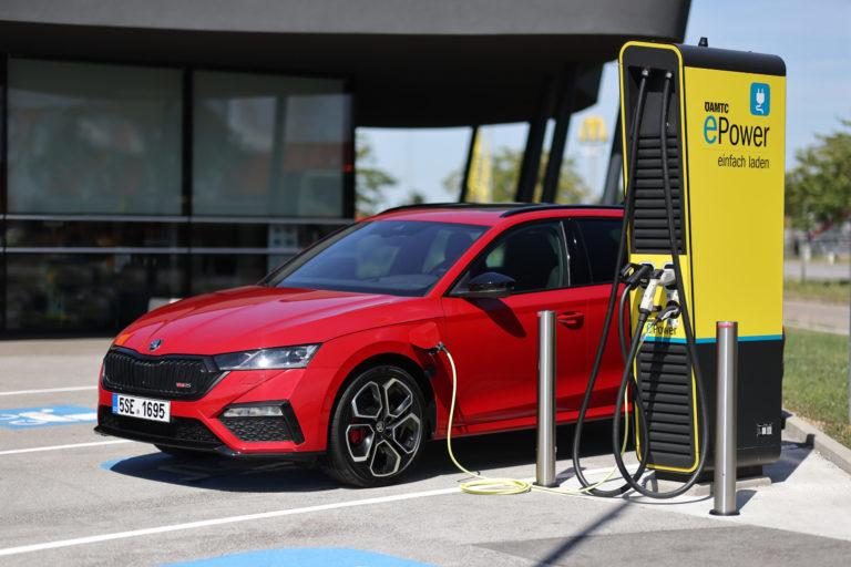 Mild- und Plug-in-Hybrid und Erdgas: neue Antriebsvarianten für den SKODA OCTAVIA