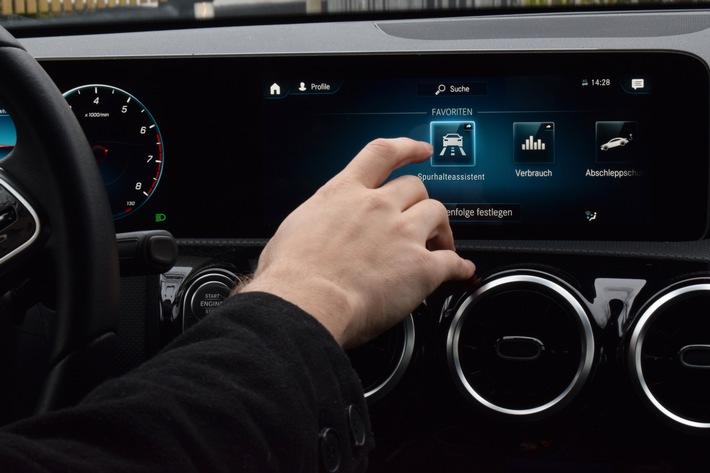 TÜV Rheinland: Vernetzte Assistenzsysteme für Pkw sind die Zukunft Informationsaustausch zwischen Fahrzeugen Warnung bei Glatteis oder Aquaplaning Fahrerin und Fahrer tragen volle Verantwortung