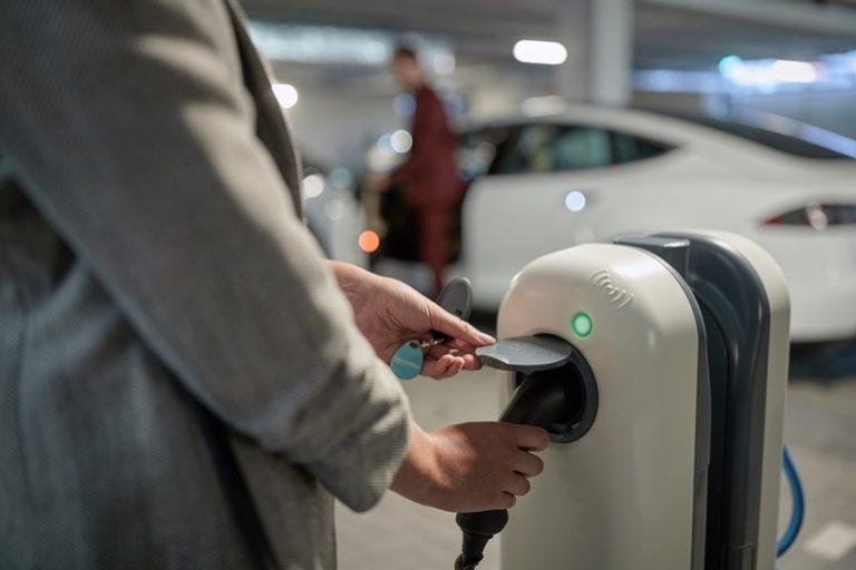 NewMotion ist Ladepartner von Fiat Chrysler Automobiles für Flottenkunden in 12 Ländern