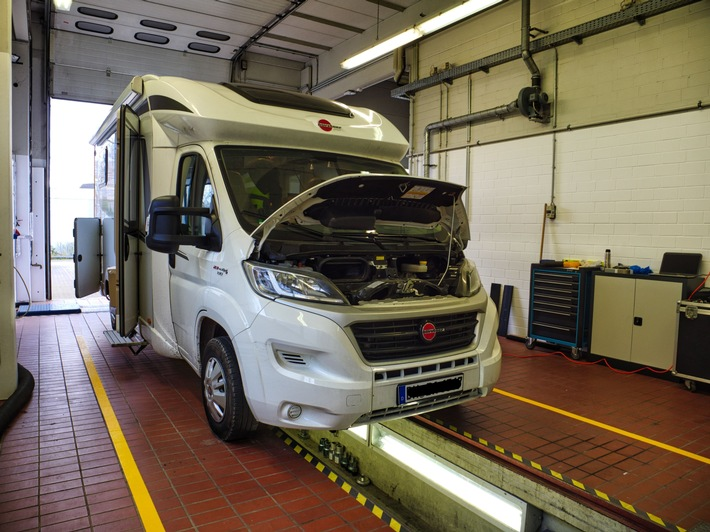 PiNCAMP TiPP: So machen Sie Ihr Campingfahrzeug frühlingsfit PiNCAMP Checklisten und ADAC Fahrzeug-Prüfung PiNCAMP Buchungsservice: Die besten Plätze online buchen
