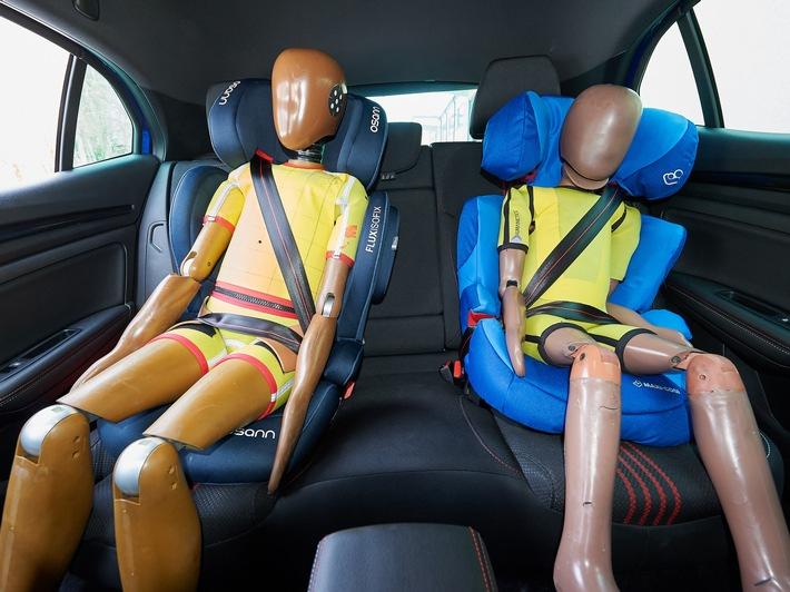 Kindersitze richtig einbauen ADAC: Nicht immer die Kopfstützen entfernen
