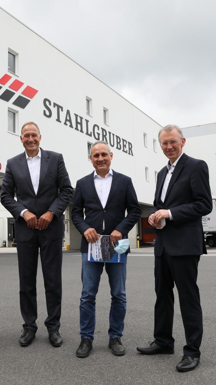 Mitglied des Europäischen Parlaments Ismail Ertug besucht das Logistikzentrum von LKQ Europe in Sulzbach-Rosenberg
