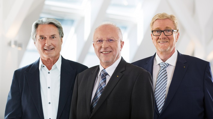 Dr. August Markl und Hermann Tomczyk werden ADAC Ehrenpräsidenten Ehemalige Präsidiumsmitglieder für langjährige Verdienste geehrt