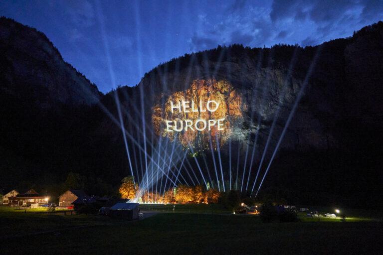Die Luxusautomarke Genesis setzt neue Maßstäbe für die Automobilbranche: Die bisher größte 3-D-Projektion in den Schweizer Alpen markiert die Ankunft der neuen Automarke in Europa