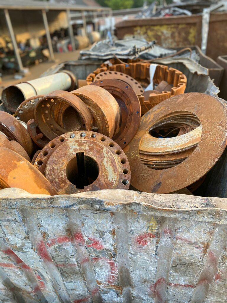 Schrottentsorgung erfordert Know-how – die Schrottabholung Bochum weiß, wie man Elektroschrott entsorgt.