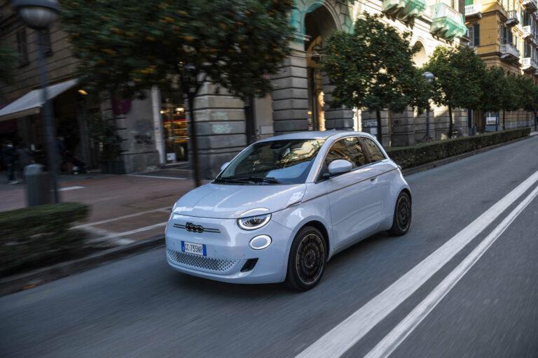 Der neue Fiat 500 erhält 5-Sterne und Bestnoten im Green NCAP Test
