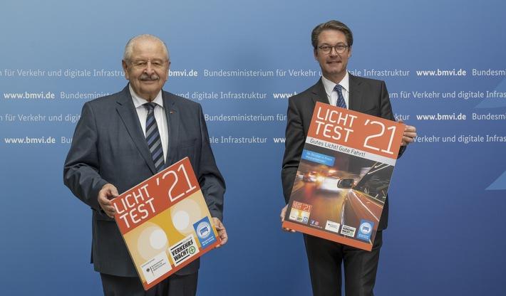 Bundesverkehrsminister Scheuer stellt neue Licht-Test-Plakette für 2021 vor