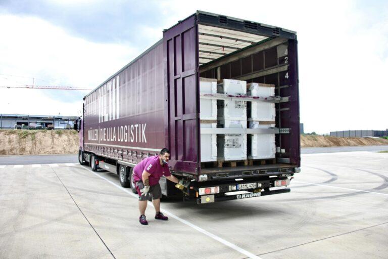 Die lila Logistik übernehmen Transporte für Spendenaktion von Bauknecht nach Hochwasserkatastrophe