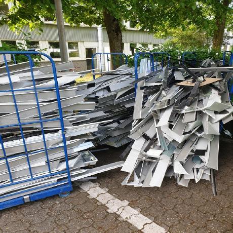 In Mönchengladbach: Der mobile Schrotthändler holt Altmetallschrott beim Kunden ab